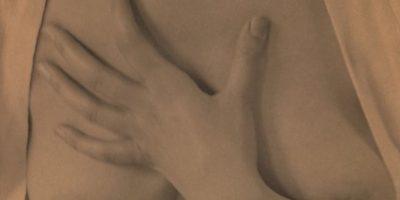 """5. """"Caricias del señor Grey"""": El hombre debe estar atrás de la mujer mientras acaricia sus pechos. Ella debe hacer lo mismo con su pelo. Foto:Wikipedia"""