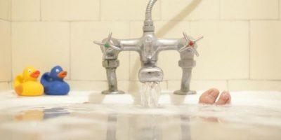 """12. """"Viaje mojado"""": En la tina, la mujer debe montarse encima del hombre. Luego deben cambiar de posición Foto:Getty Images"""