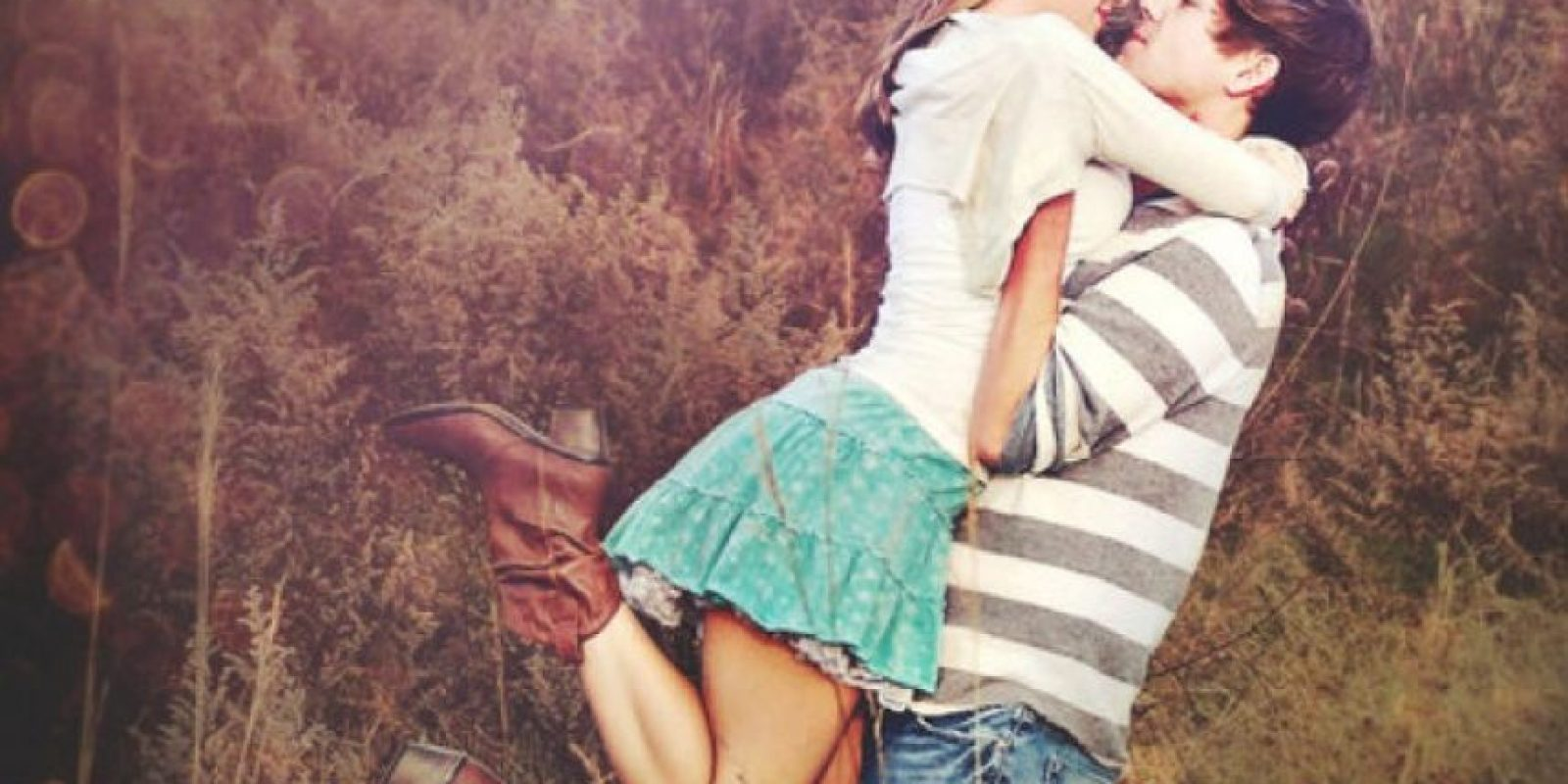 14. Les molesta cuando sale a divertirse con amigos o amigas. Foto:Tumblr.com/tagged-pareja-cursi
