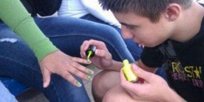 Porque si un hombre ama, puede ser manicurista. Foto:The Berry