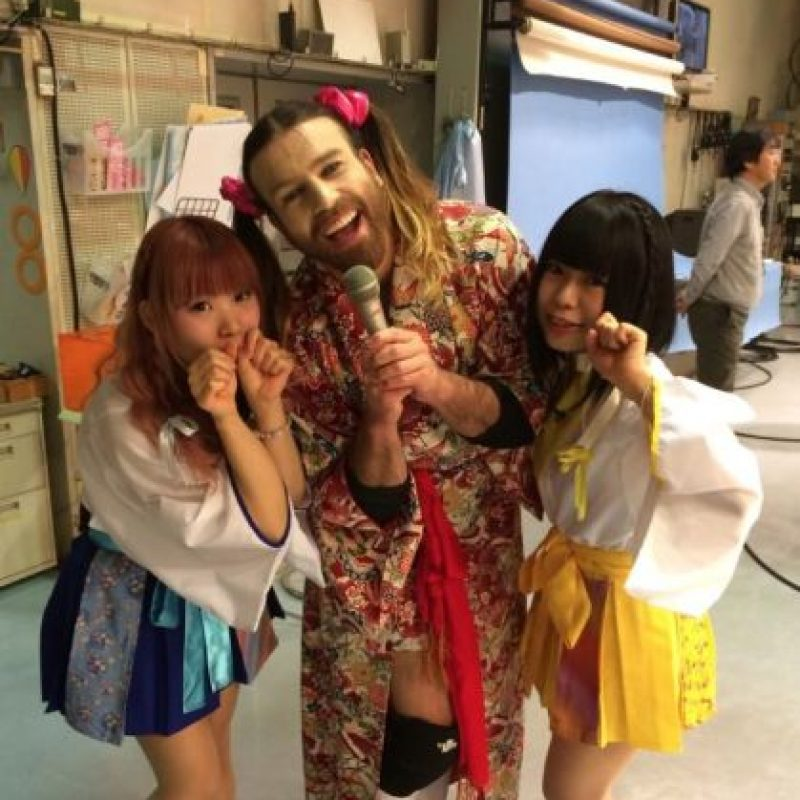 Por supuesto, se ha adaptado a todos los modos de vida japonesa. Foto:Ladybeard/Facebook