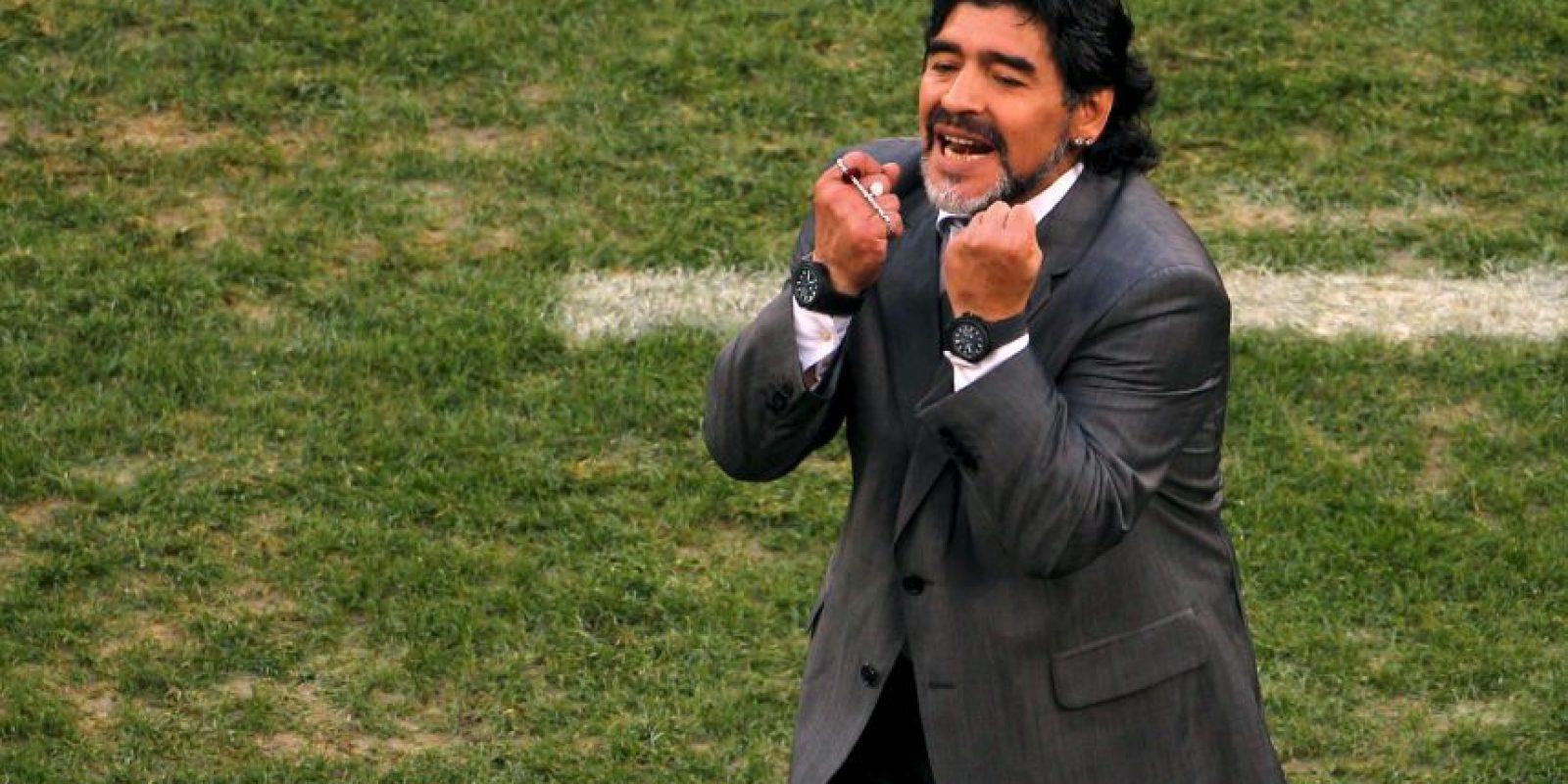 Su debut en la Primera División argentina se produjo el 20 de octubre de 1976, a los 15 años de edad, por un partido del Campeonato Metropolitano, oportunidad en que su equipo Argentinos Juniors perdió ante Talleres por 1-0 de local Foto:Getty Images