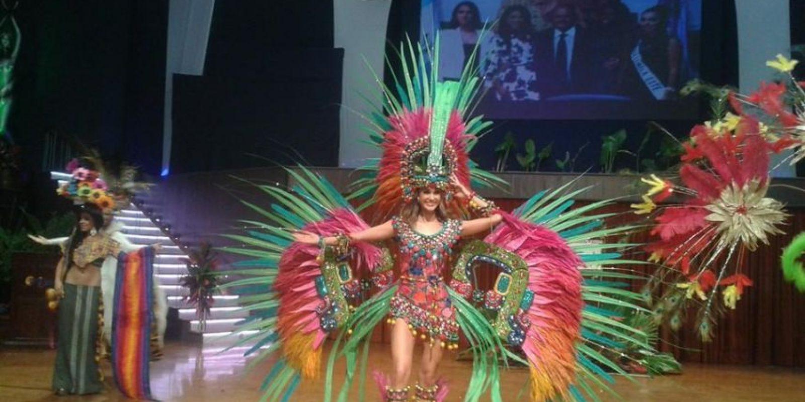 Probablemente, Ana Luisa Montufar nunca llevó tantos accesorios encima Foto:Facebook/Miss Guatemala