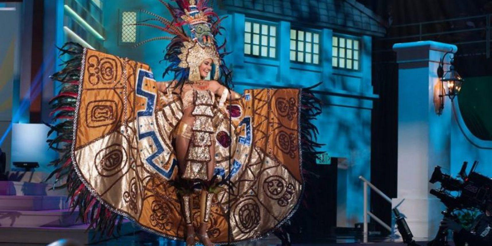 Patricia Murillo hace gala de su traje típico. Foto:Facebook/ Miss El Salvador