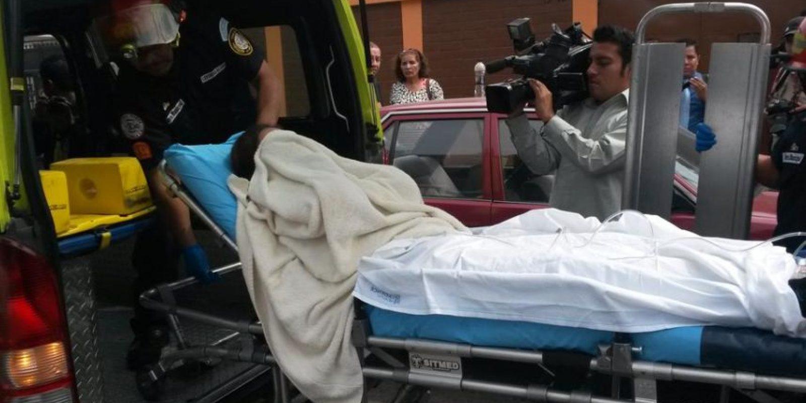 La víctima fue auxiliada por los bomberos municipales Foto:EU