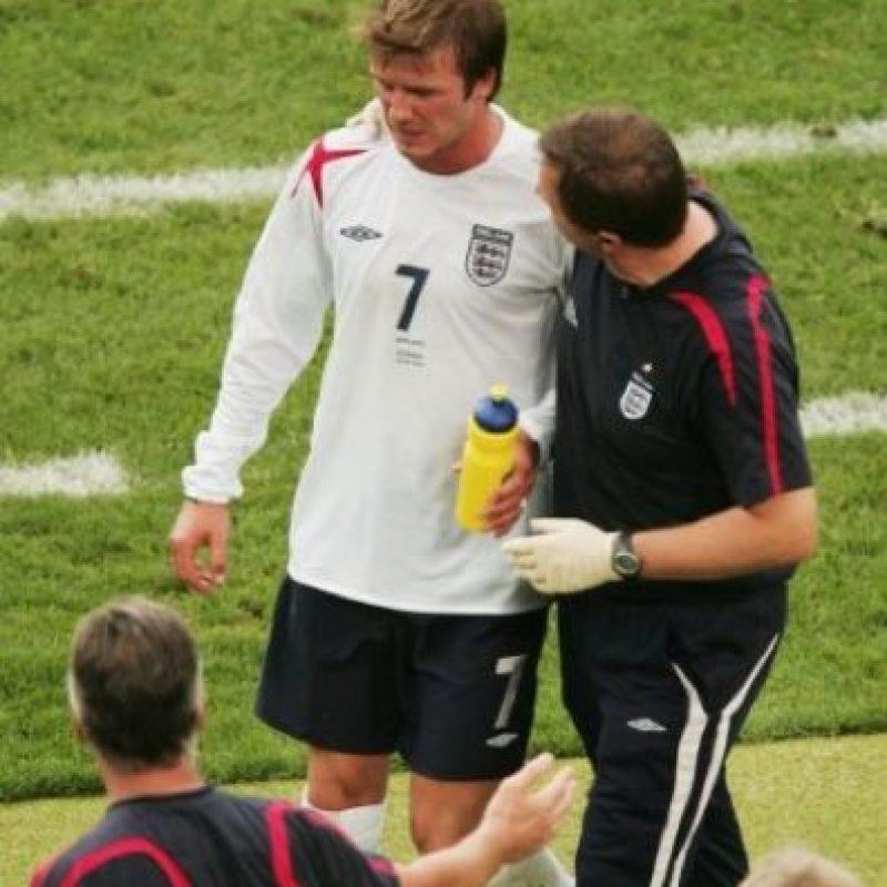 El clima en tierras alemanas era muy caluroso para el inglés que más tarde salió del campo de juego. Foto:Getty Images