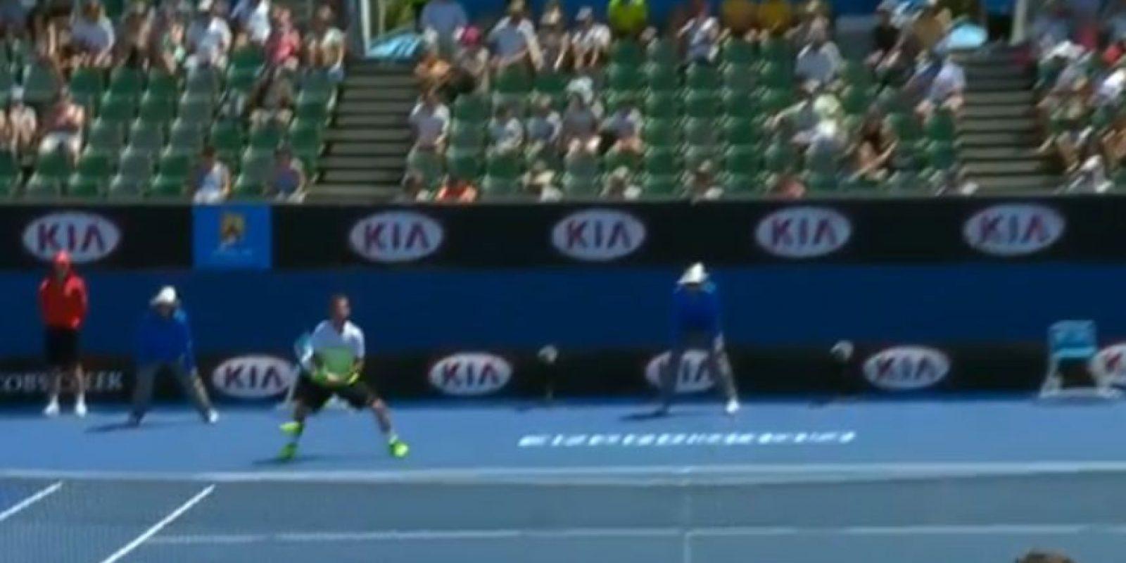 La pelota pegó en el recogebolas Foto:Youtube: Australian Open TV