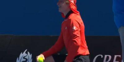La pelota golpeó en el recogebolas Foto:Youtube: Australian Open TV