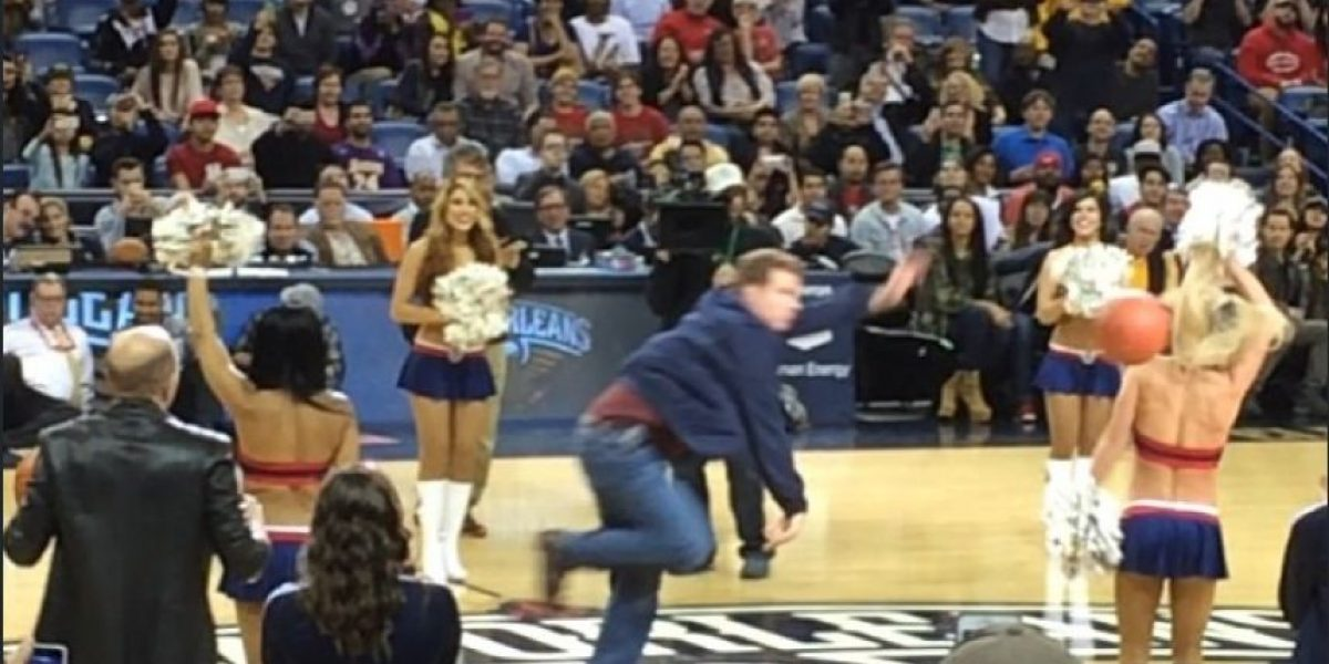 ¡Insólito! Will Ferrell le dio un balonazo en la cara a porrista de la NBA