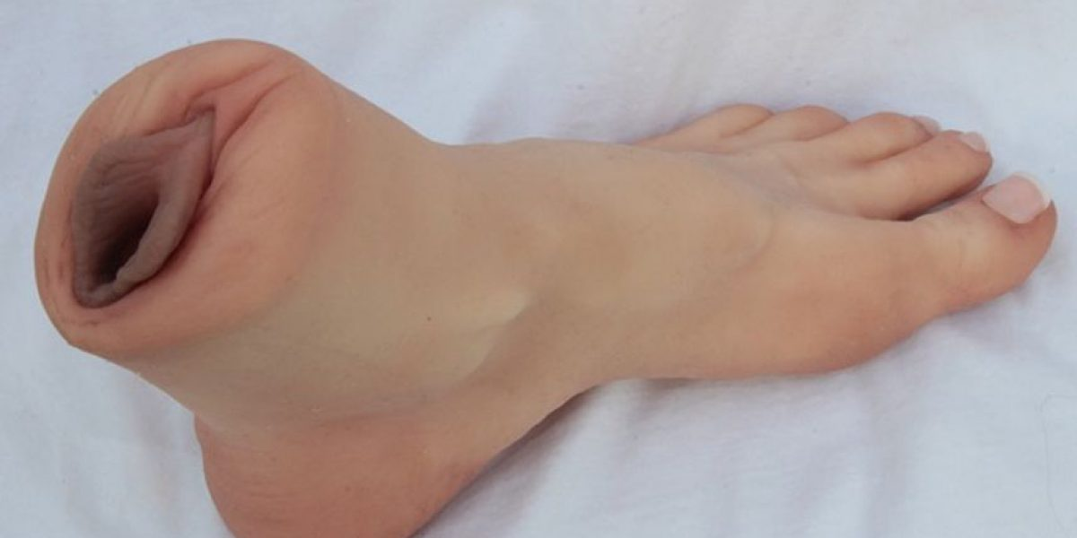 FOTOS: Este es el juguete sexual perfecto para los obsesionados con los pies