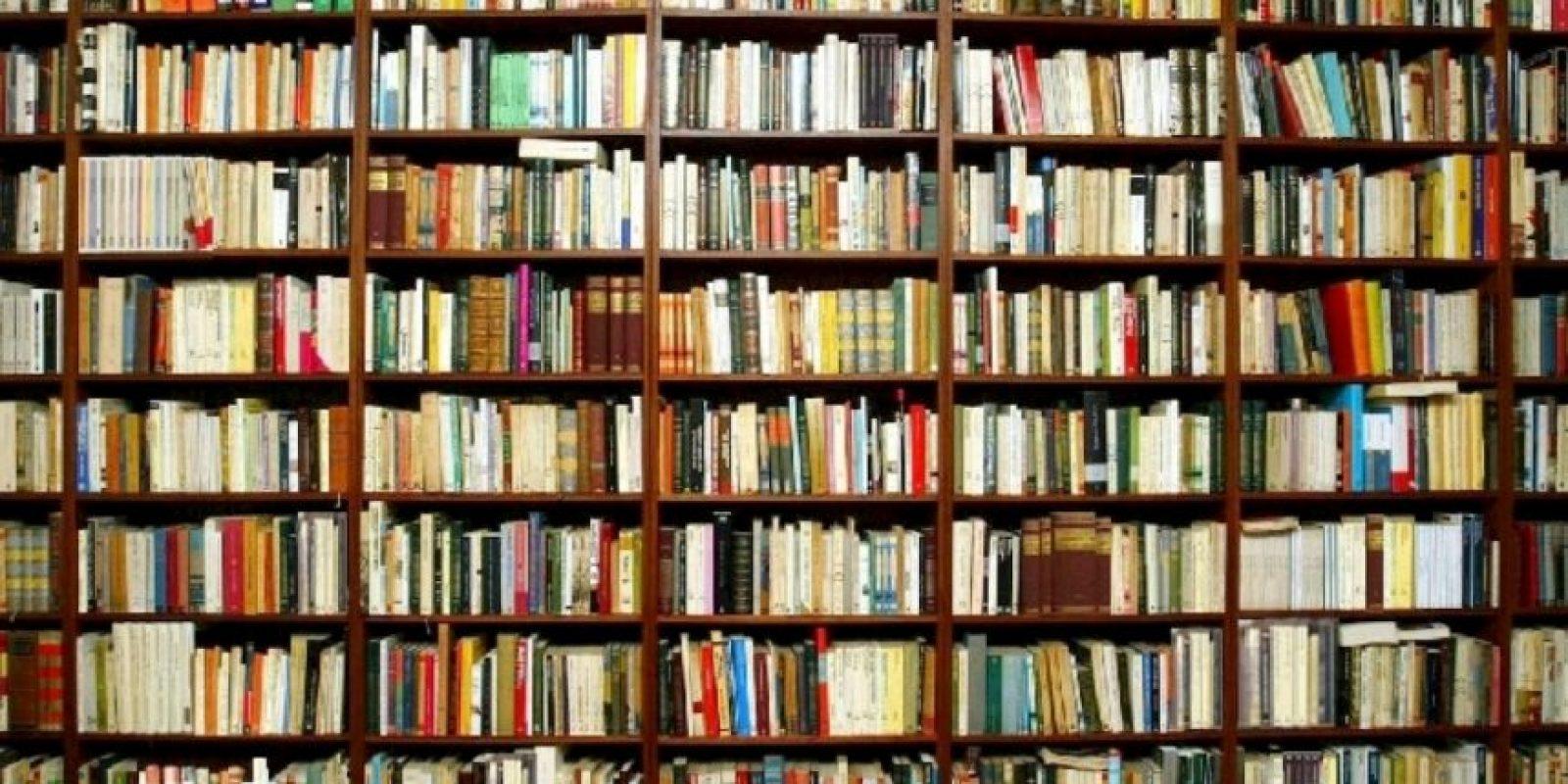 Langley Collyer era famoso por acumular cosas. Le cayó un librero encima y días después descubrieron su cuerpo. Foto:Getty Images
