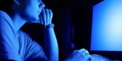 """12. """"Personas con inestabilidad emocional desde pequeños que sufren golpes o abusos, ausencia paterna y materna o incluso lo contrario, es decir acercamientos excesivos sin límites por parte de mamá o papá son propensos a desarrollar alguna adicción"""", agregó la Asociación de Andrología y Medicina Sexual de Italia. Foto:Tumblr.com/Tagged-adolescente-porno"""