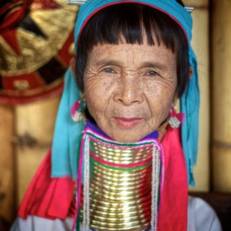 Quiere asemejarse a las mujeres de la tribu Kayan Lahwi, de Burma. Foto:Getty Images