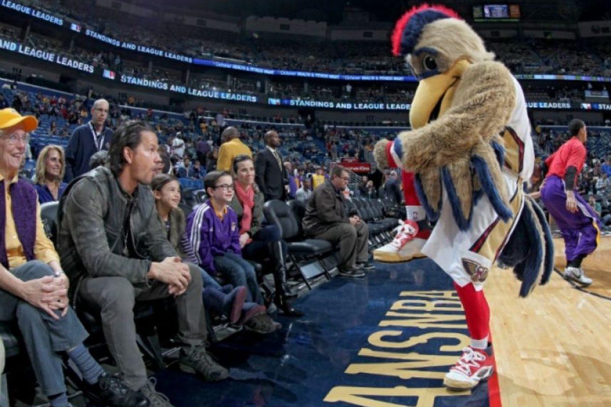 En la cinta también actúa Mark Wahlberg. Foto:twitter.com/PelicansNBA