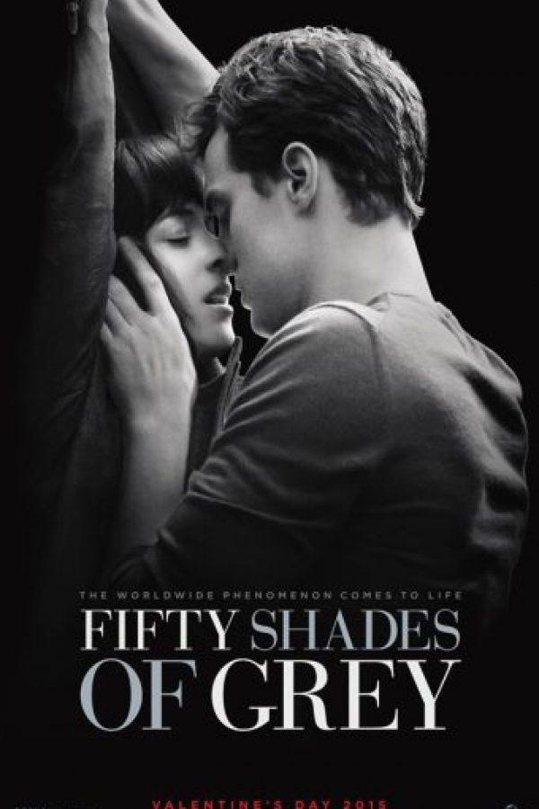 El primer encuentro entre Anastasia y Christian no puede faltar, esa escena marca un antes y un después de la relación entre estos personajes. Es un beso frenético lleno de pasión, el cual se dan en un elvador. Foto:Facebook/Fifty Shadows of Grey
