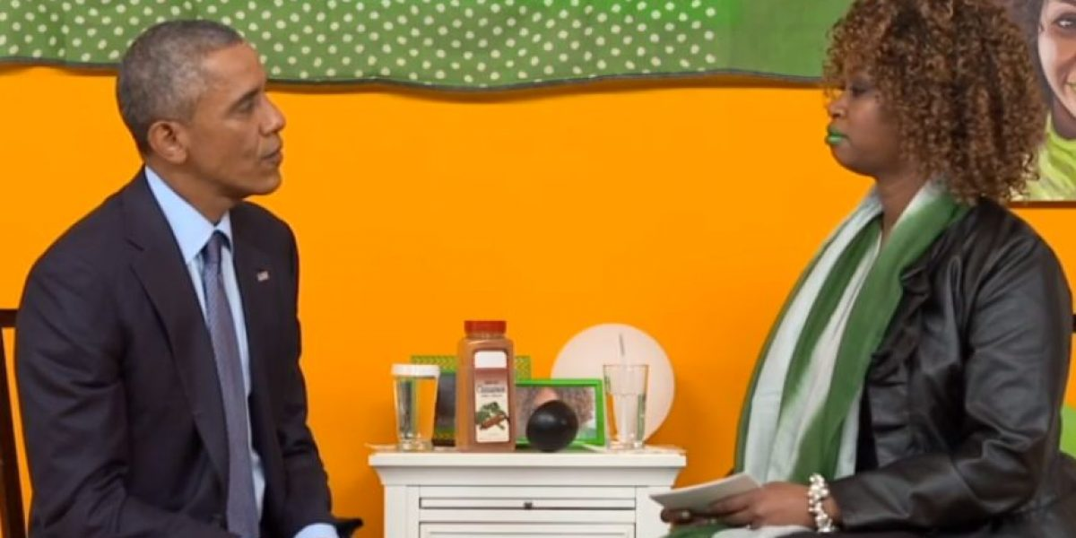 #YouTubeAsksObama: Comediante le da regalo a Obama para