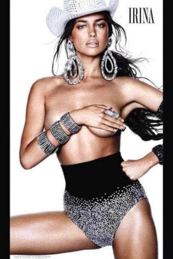 Irina Shayk en la portada de la revista Vogue en su edición española. Foto:instagram.com/irinashayk