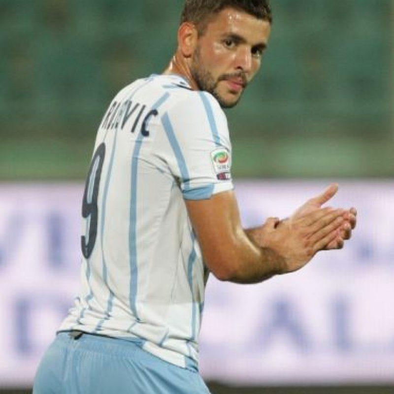 Filip Djordjevic se vio obligado a abandonar el partido luego de su lesión. Foto:AFP