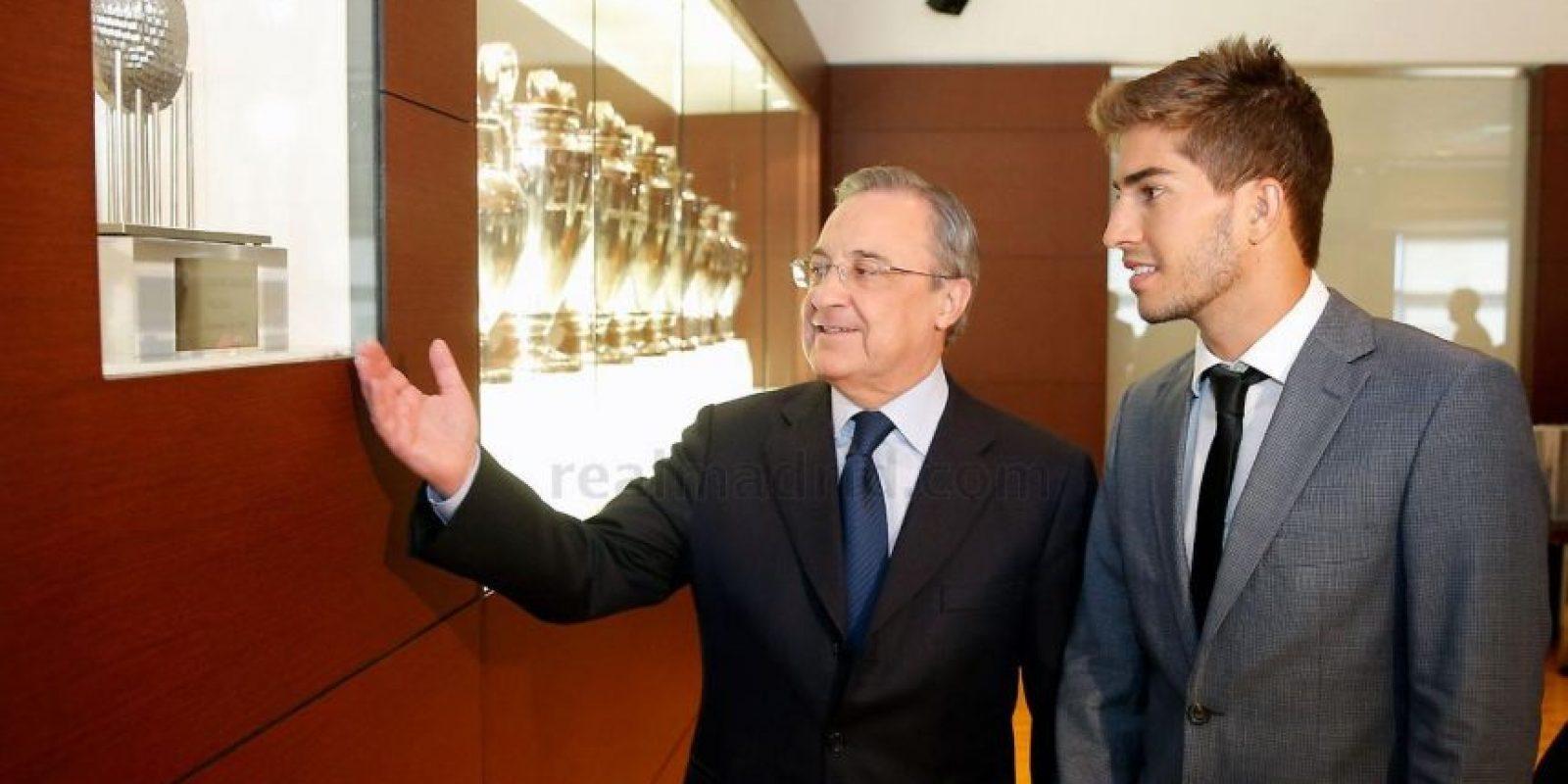 Florentino le mostró los trofeos de la escuadra. Foto:Real Madrid