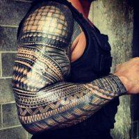 10. Cuenta con tatuajes tribales en sus brazos, en honor a sus raíces samoanas Foto:Twitter: @WWERomanReigns