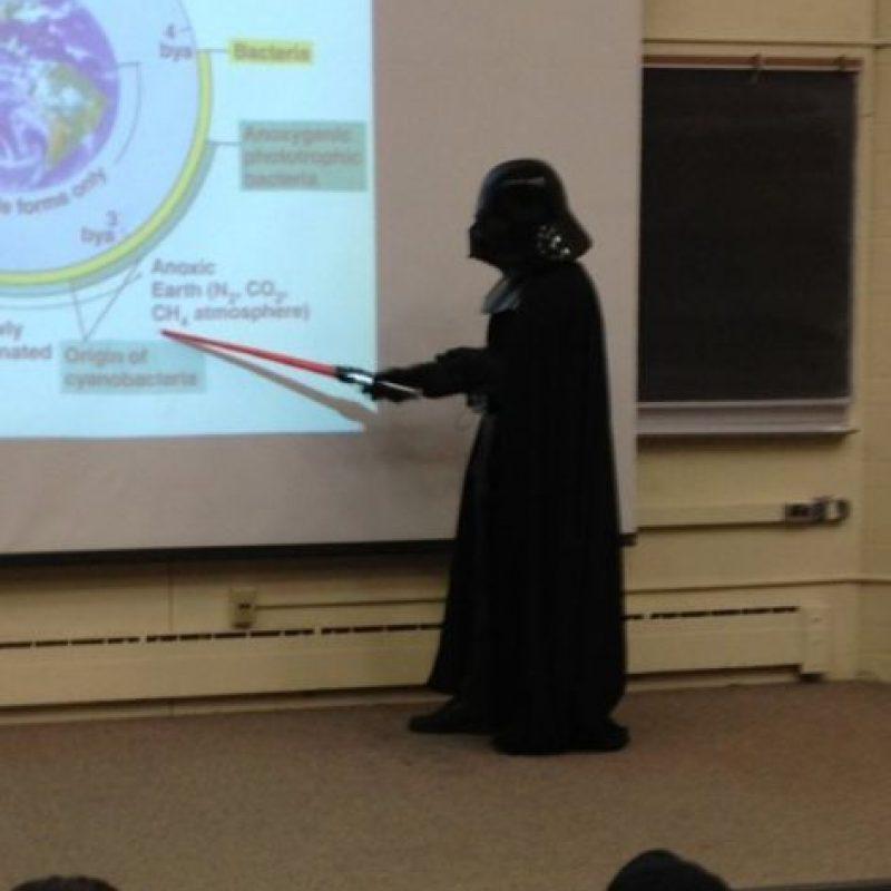 Darth Vader enseñando biología Foto:HumorTrain