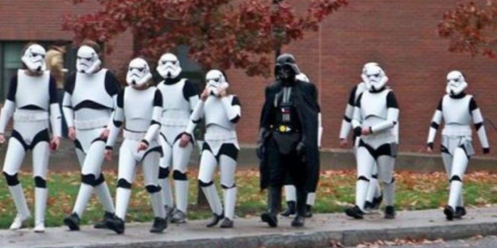 Darth Vader en el laboratorio Foto:Reddit