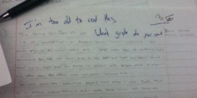Hartarse de calificar respuestas estúpidas de alumnos. Foto:Imgur