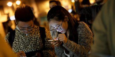 4. Buscan tomarse selfies en pareja para subirlas a sus redes sociales. Se preocupan porque ambos se vean bien en la foto especial. Foto:Getty Images