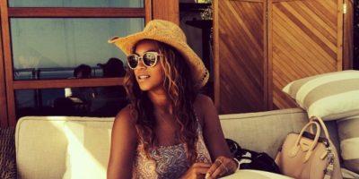 Algo anda mal entre la pierna de Beyoncé y el sillón Foto:Instagram/@Beyonce