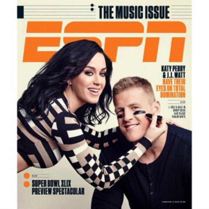"""Perry también posó junto al jugador de los Texanos de Houston, JJ Watt, para la revista de """"ESPN"""" Foto:Instagram/Katy Perry"""