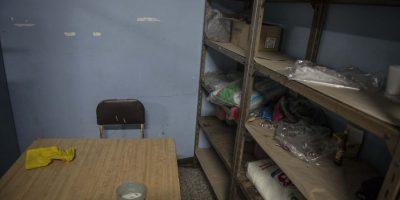 El almacén de alimentos presenta un aspecto desolador sin prácticamente ningún alimento en las estanterías. Foto:Oliver de Ros
