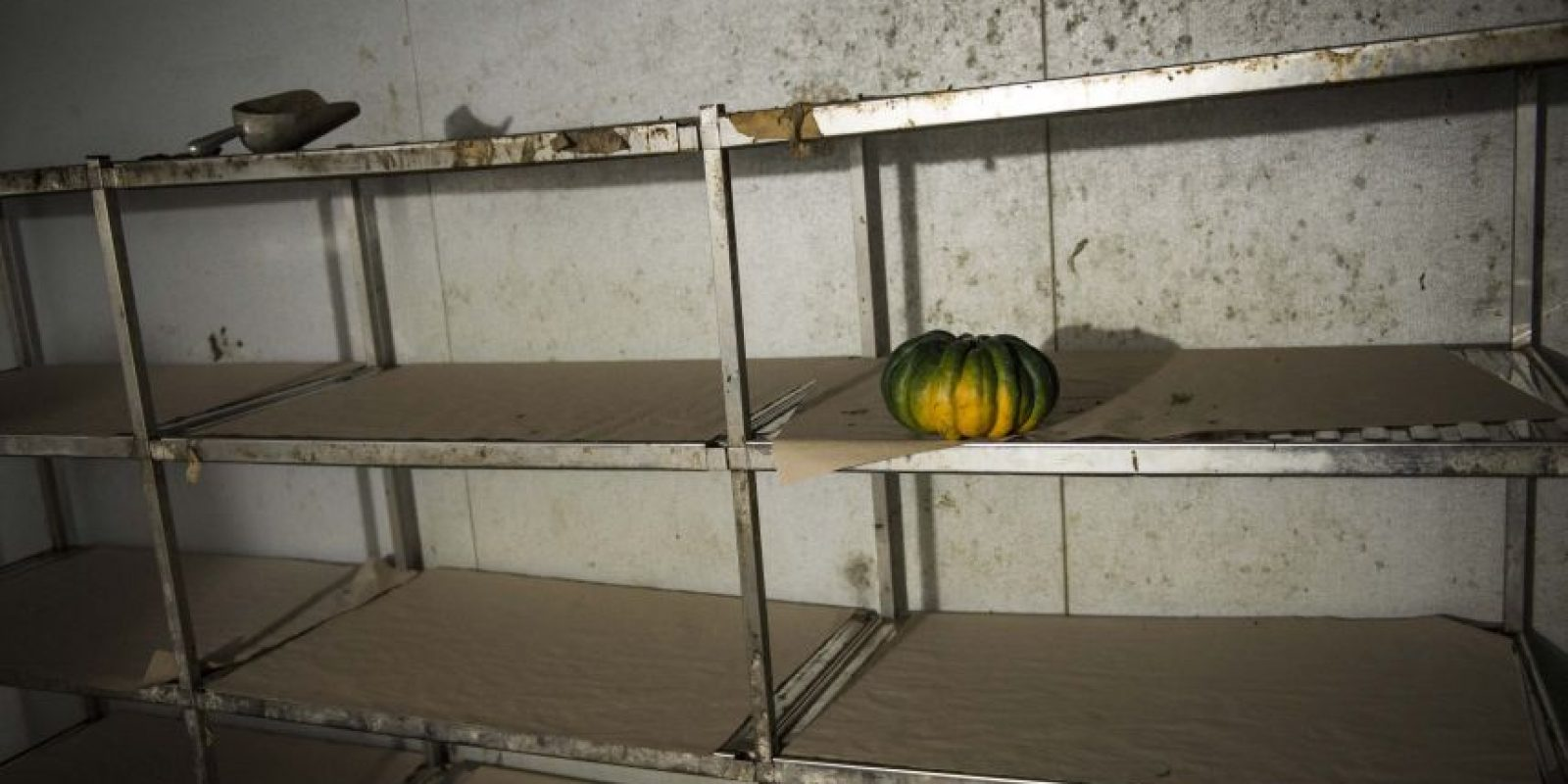 Dentro de las cámaras frigoríficas puede observarse los escasos alimentos que hay para abastecer a todo el hospital. Foto:Oliver de Ros
