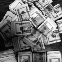 """""""Los resultados indican la posibilidad de que el dinero puede ser una herramienta más eficaz para reducir la tristeza que la mejora de la felicidad"""", se mencionó en la investigación. Foto:Tumblr.com/Tagged-dinero"""
