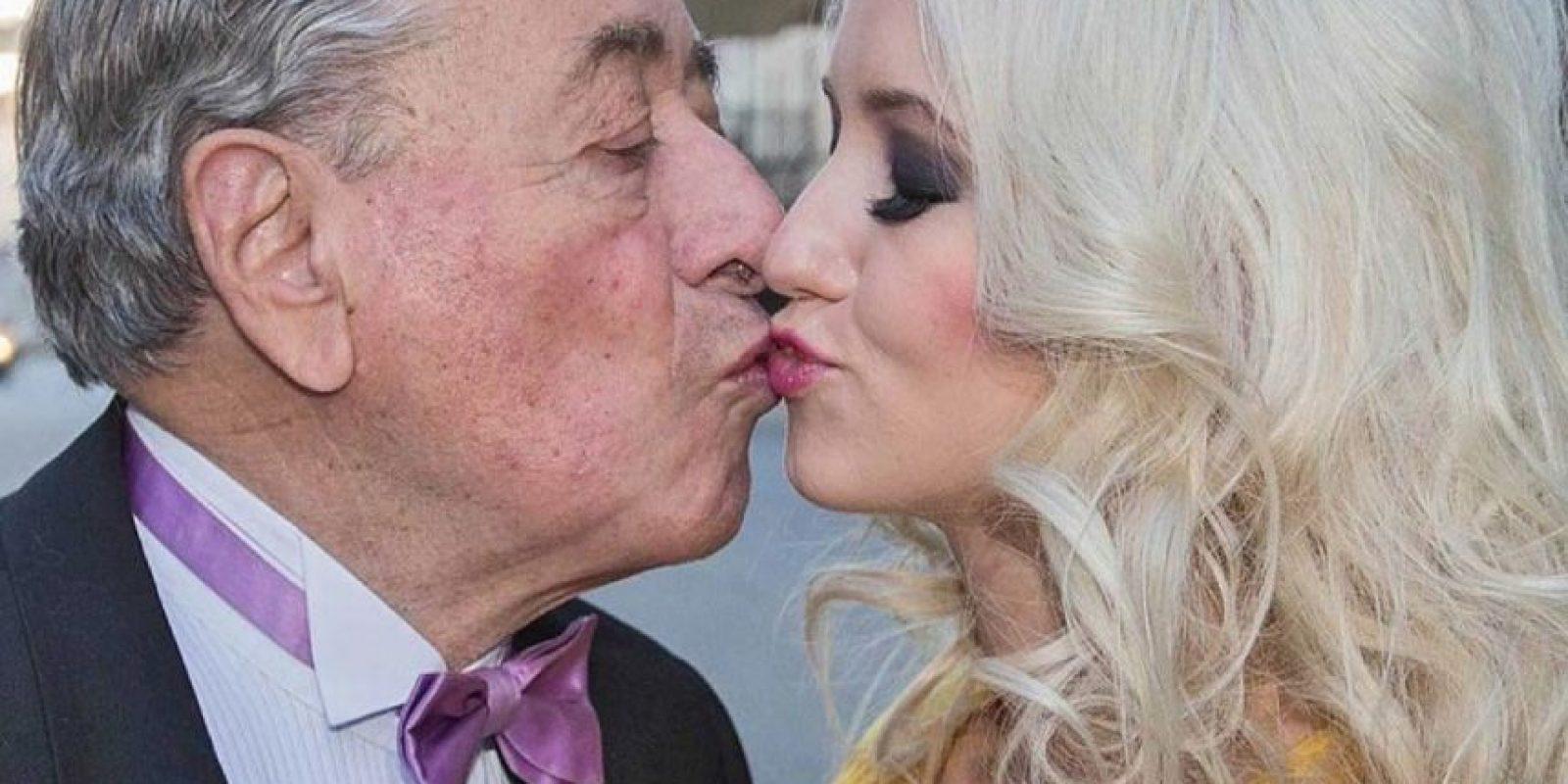 Se casó con un millonario 57 años mayor. Foto:Cathy Lugner/Facebook