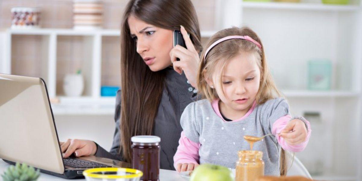 Triple jornada laboral de las mujeres no permite mejorar su posición social