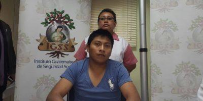 Bombero Henry Hernández sale del hospital