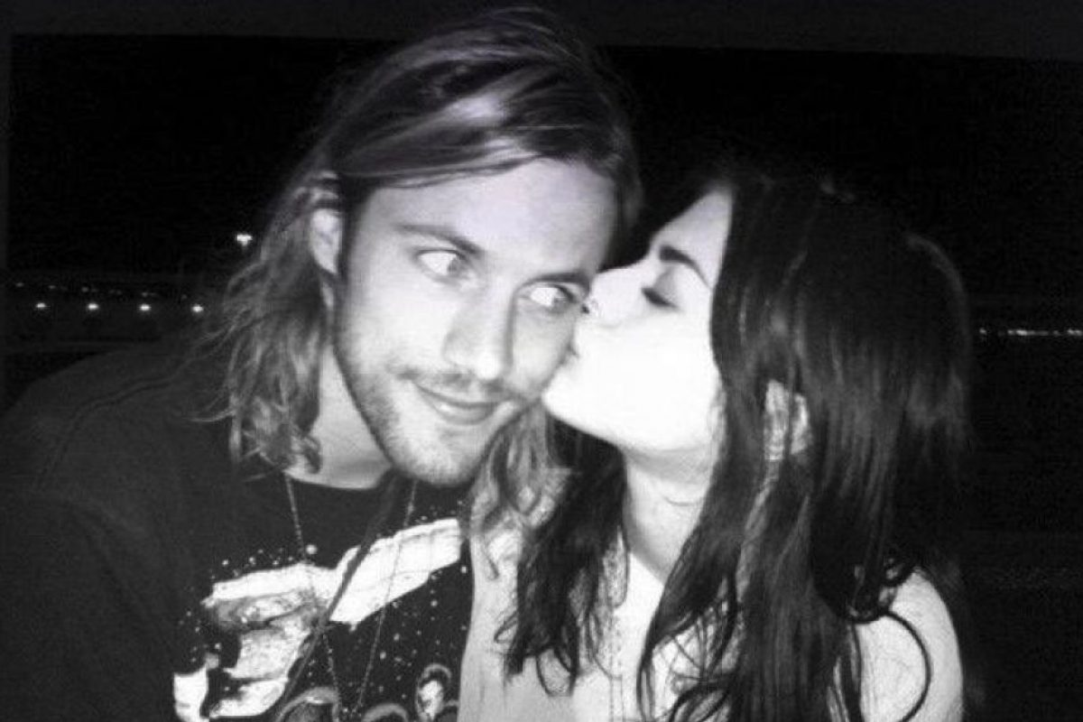 Está comprometida con Isaiah Silva, líder de la banda The Rambles Foto:Twitter/alka_seltzer666