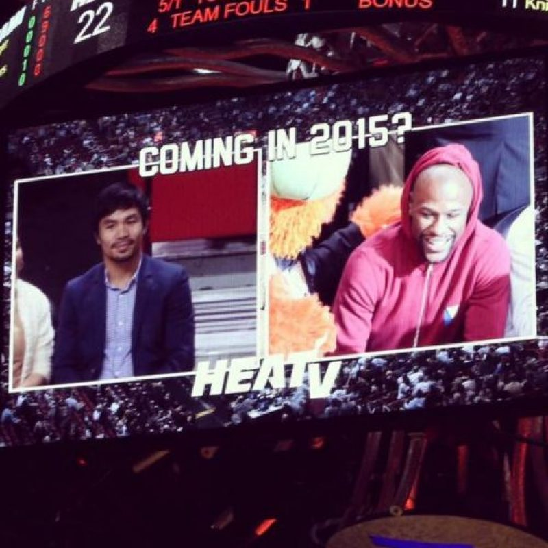 Floyd Mayweather y Manny Pacquiao se encontraron en un partido de la NBA. Foto:Twitter
