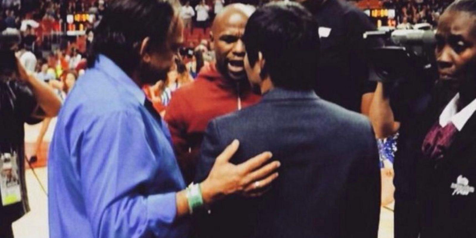 Floyd y Manny tuvieron una pequeña conversación. Foto:Twitter