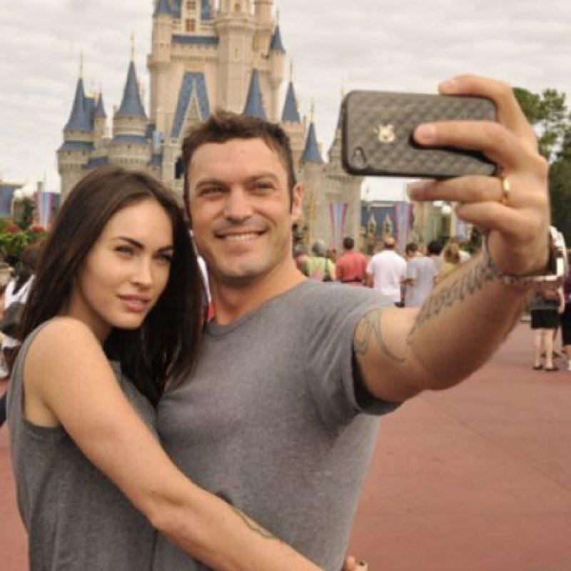 Megan Fox y Brian Austin Green en su visita a Disney Foto:Getty Images