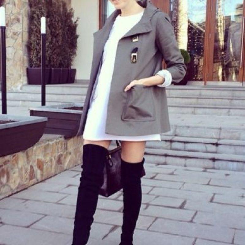 Elena Perminova de 28 años tuvo un cambio sorprendente en su físico, pues a días de dar a luz logró un abdomen envidiable. Foto:Vía Instagram: @lenaperminova