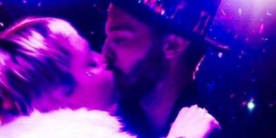 VIDEO: ¿Eso es marihuana, Miley? La cantante fue vista fumando junto a su novio