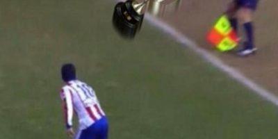 MEMES: El zapatazo al juez de línea de futbolista del Atlético de Madrid
