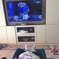 El hijo de Novak viendo el partido. Foto:twitter.com/JelenaRisticNDF
