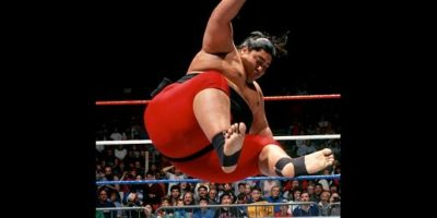 Yokozuna era primo de The Headshrinkers Foto: WWE