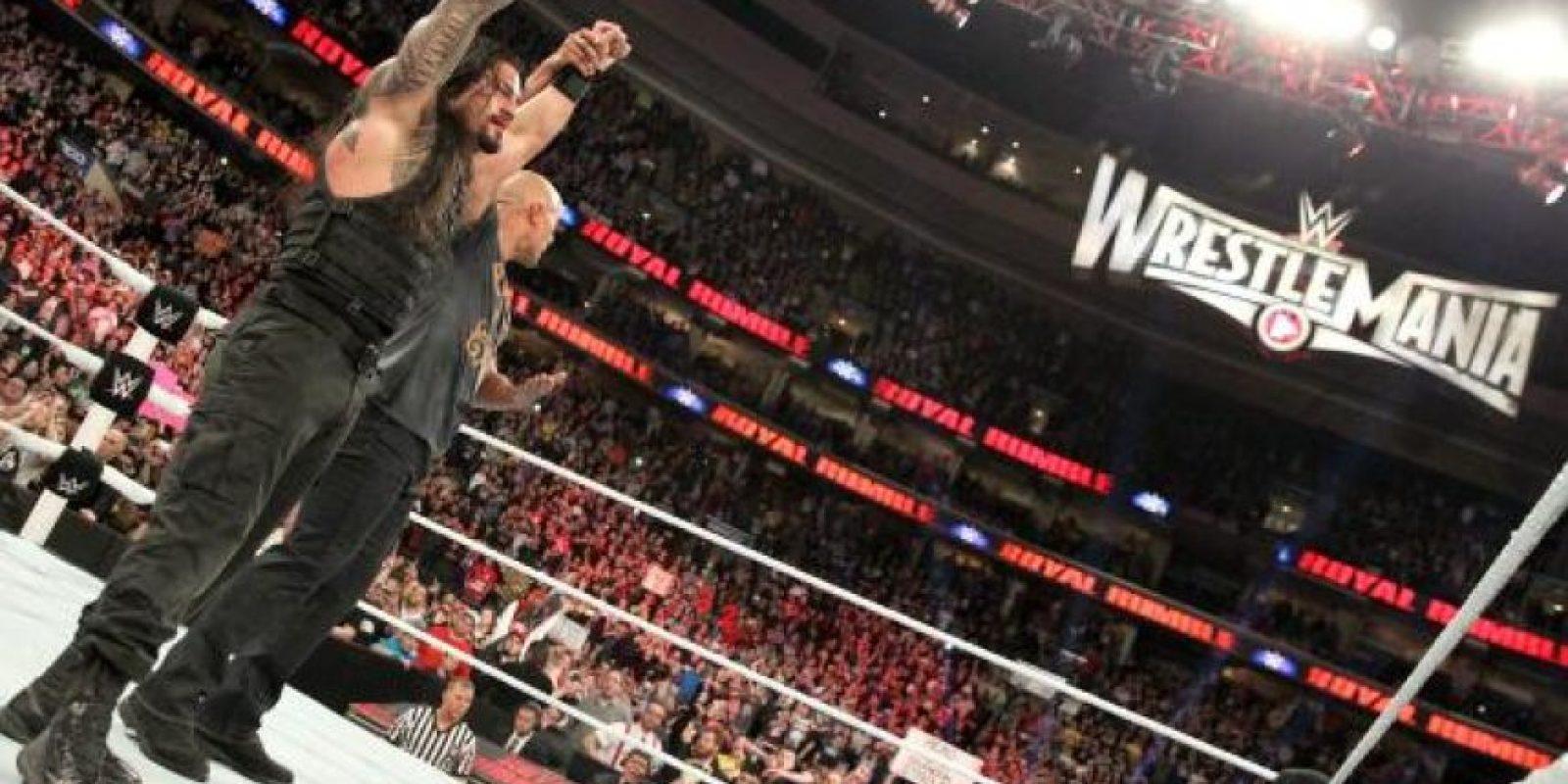 Su primo, La Roca, le ayudó a ganar Royal Rumble Foto:WWE