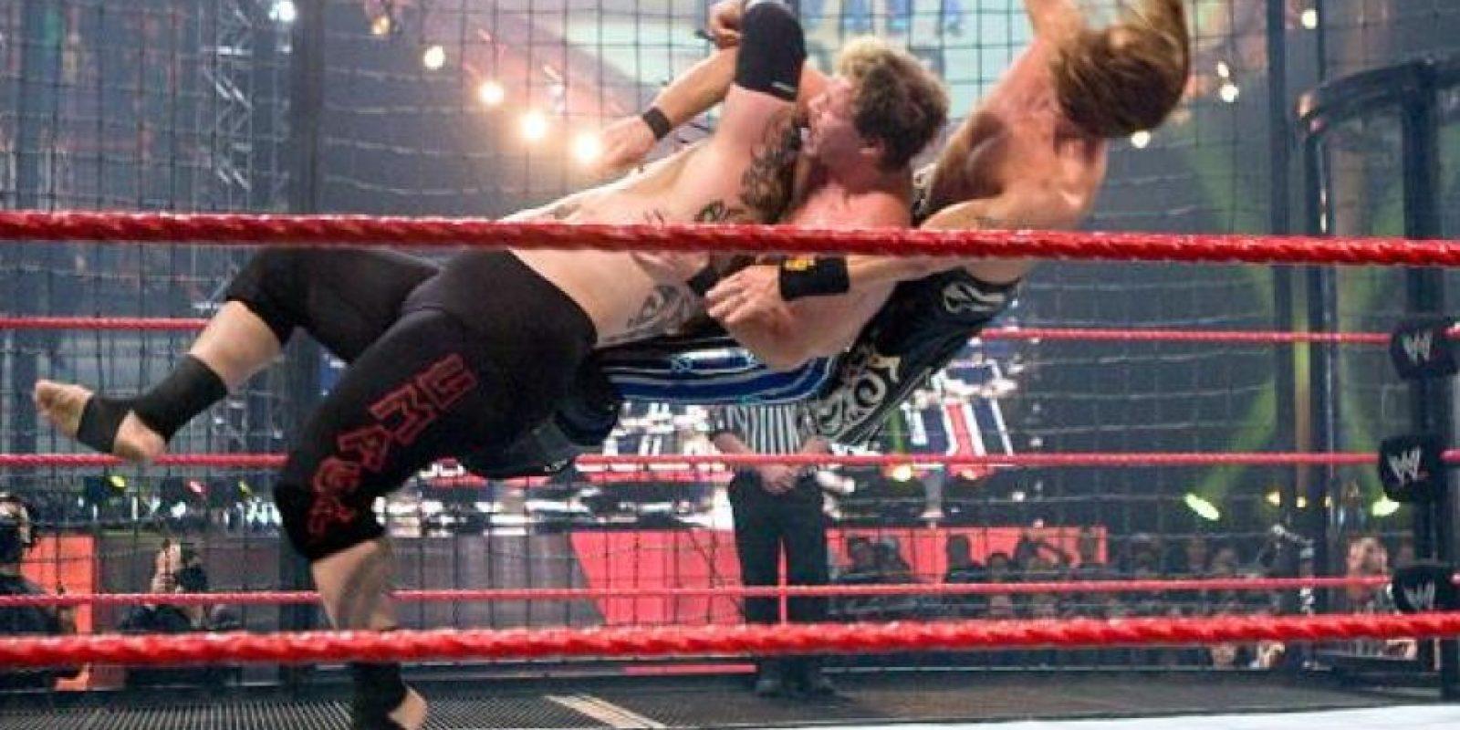 La zambullida Samoana es un movimiento en el que se han especializado los Anoa'i Foto:WWE