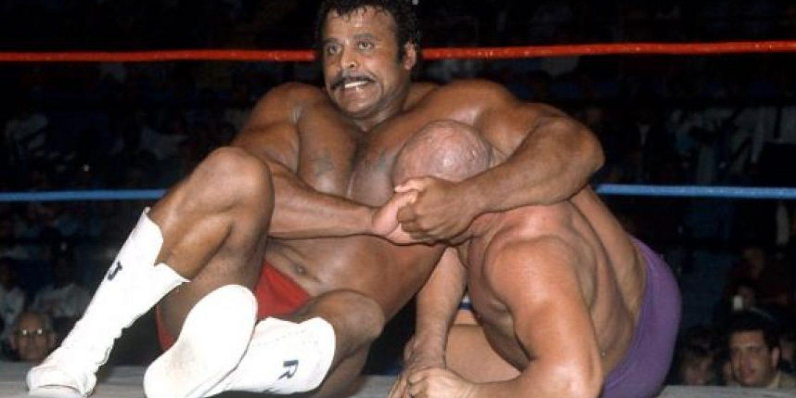 Rocky Johnson es padre de La Roca. Él se casó con la hija de Peter Maivia Foto:WWE