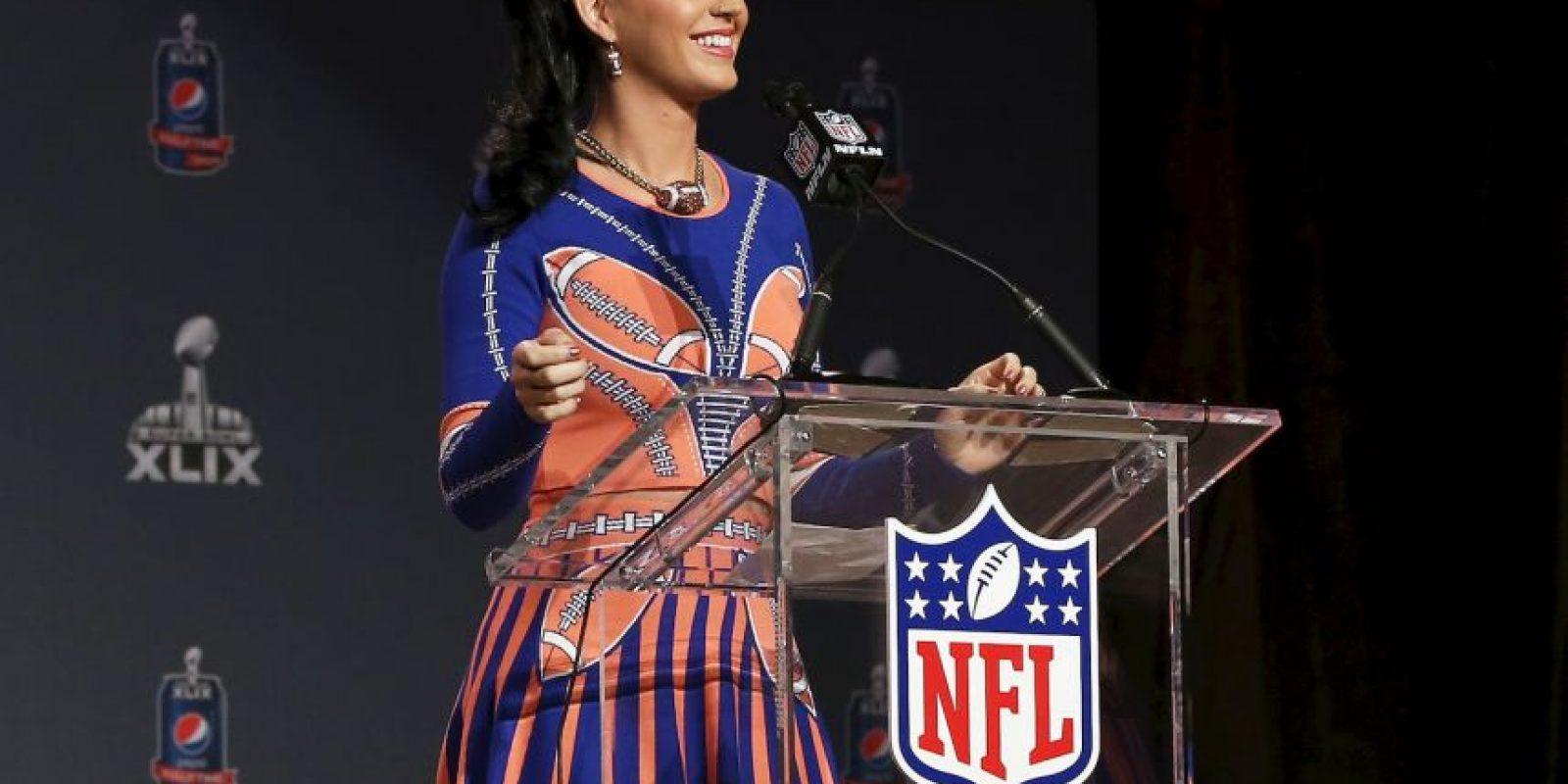 Así se presentó la cantante a la conferencia, antes de su presentación en el partido entre Patriotas y Nueva Inglaterra Foto:Getty