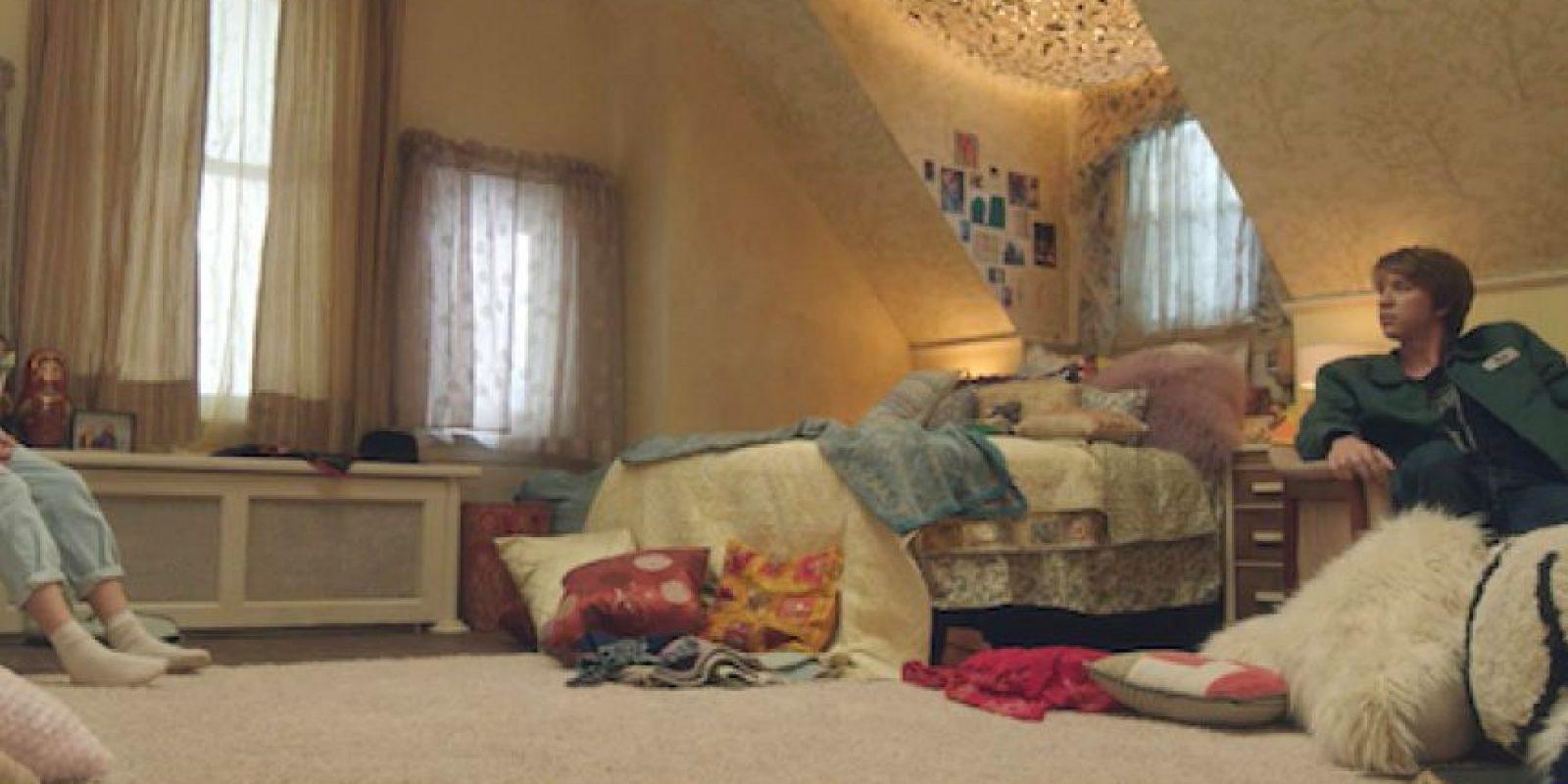 """En """"Me and Earl and the Dying Girl"""", Thomas Mann encarna a un creativo y poco sociable estudiante de secundaria, Greg, al que su madre obliga a visitar a su compañera de clases Rachel, diagnosticada de leucemia, interpretada por Olivia Cooke. Foto:Agencias"""